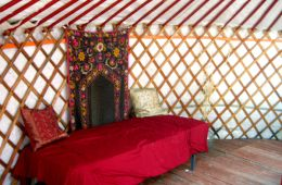 yurt_inside_view-600x450.jpg